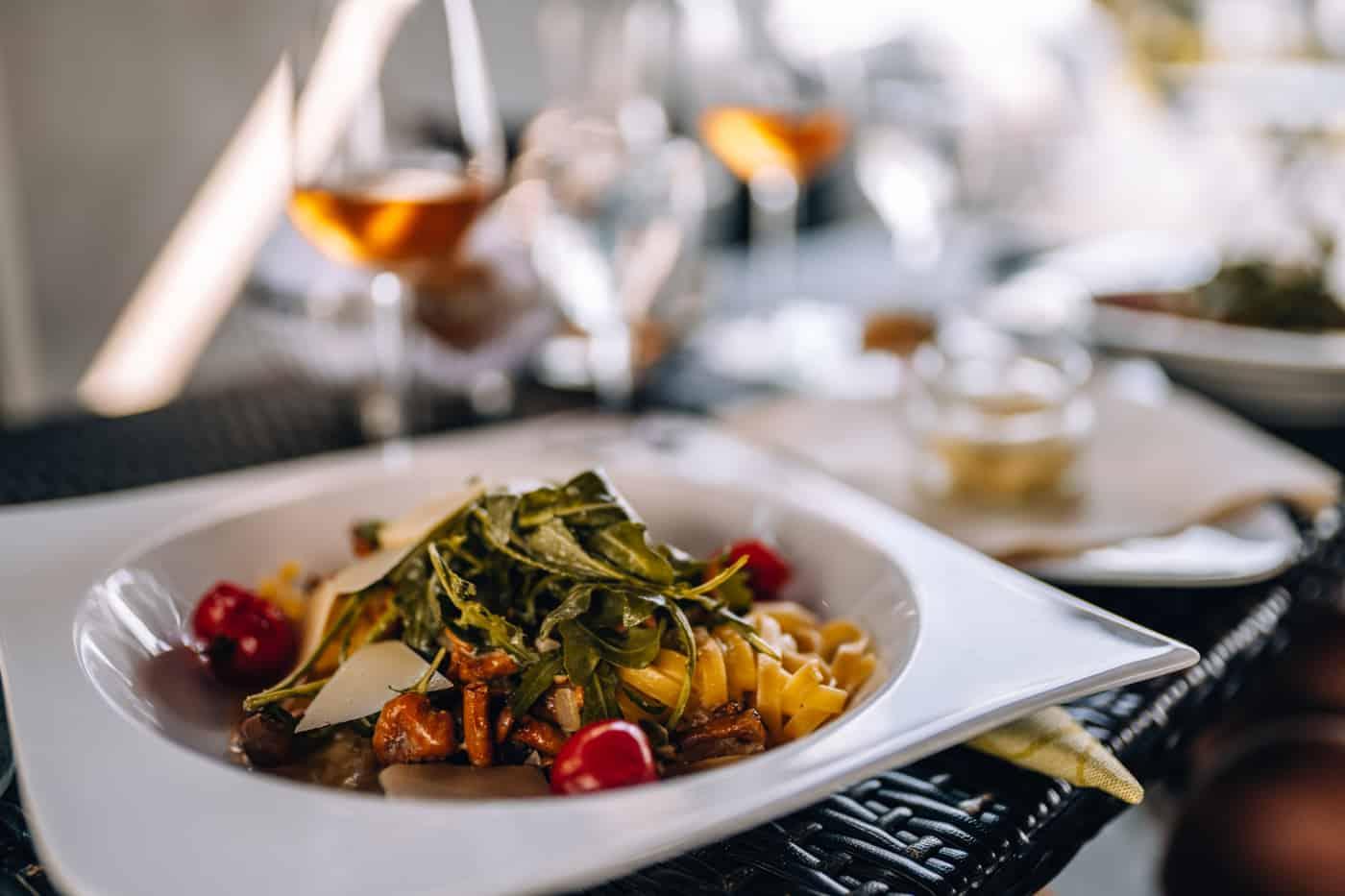 Auf dem Rotweinwanderweg durch das Ahrtal: Mittagessen im Marvilla Hotel Restaurant in Bad Bodendorf