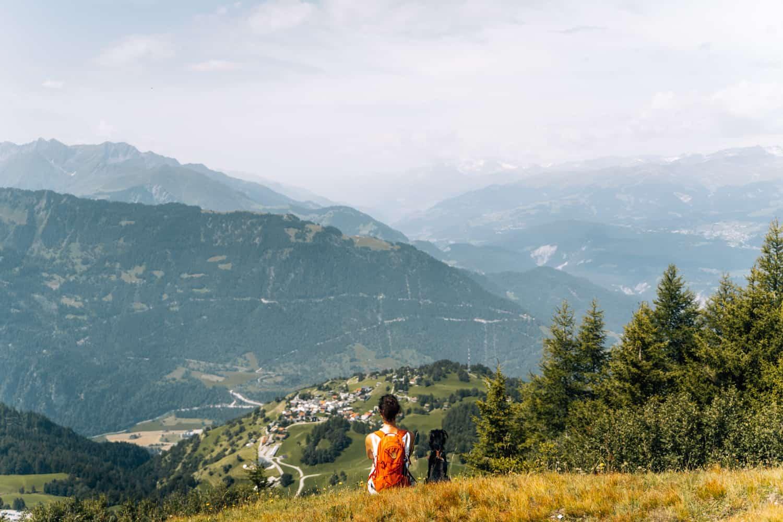 Viamala - Ein Wochenende Digital Detox im Schweizer Bergdorf Feldis: Panoramaweg Mutta Dreibündenstein